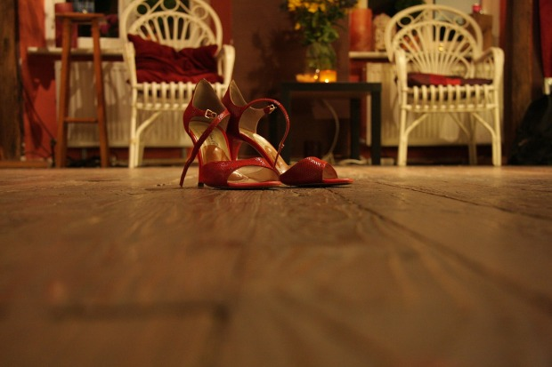 high-heeled-shoes-285664_1280