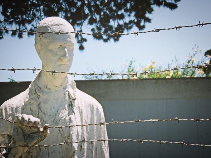 https://pixabay.com/it/olocausto-memoriale-dell-olocausto-956654/