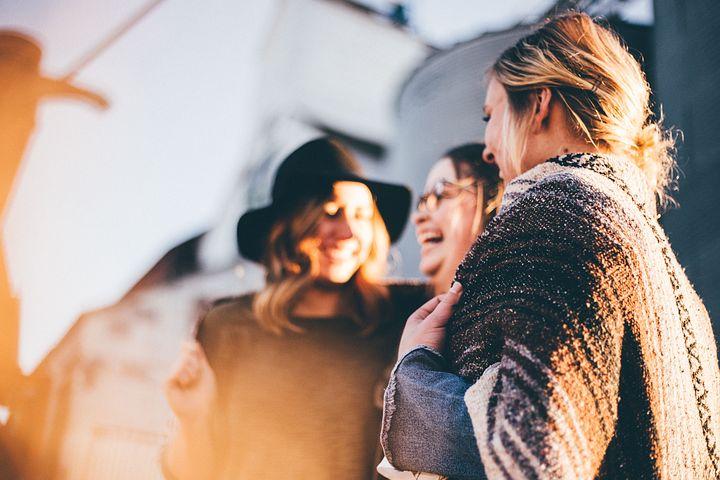 https://pixabay.com/photos/people-women-talking-laugh-happy-2567915/