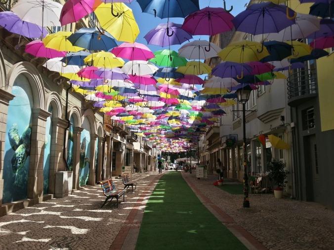 La via degli ombrelli