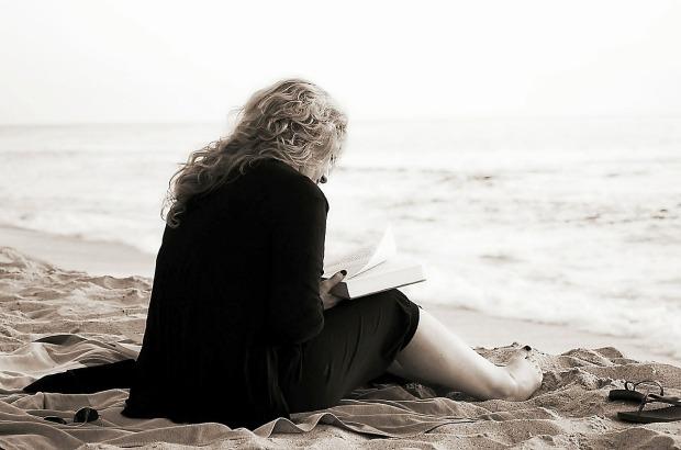 https://pixabay.com/it/photos/lettura-libro-letteratura-libri-369040/
