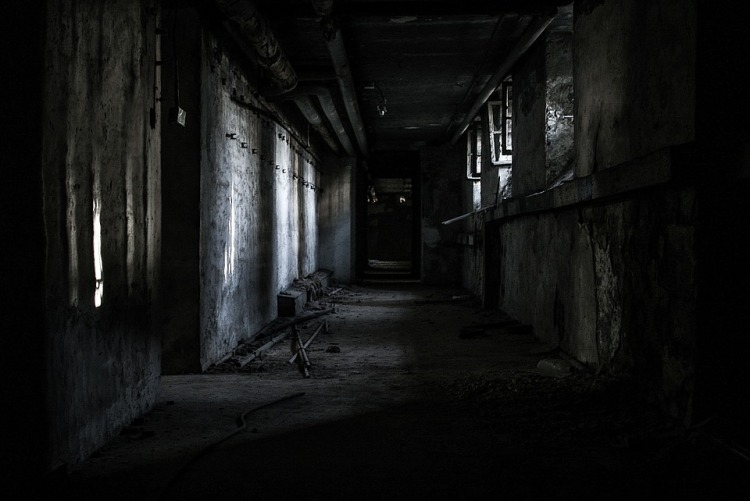 https://pixabay.com/it/photos/banda-scuro-cupo-creepy-perso-776297/