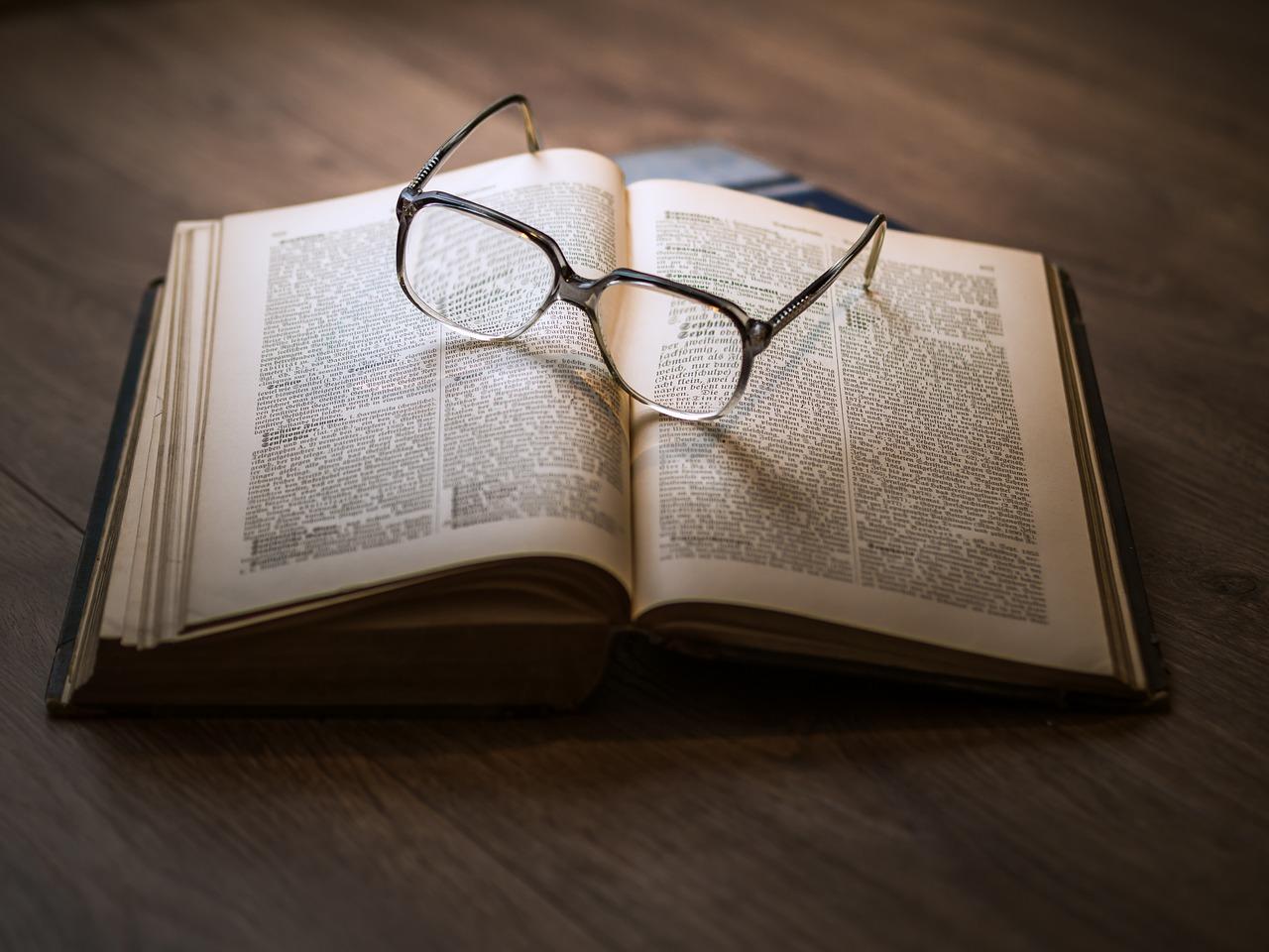 https://pixabay.com/it/photos/conoscenza-libro-biblioteca-1052010/