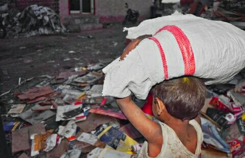 https://pixabay.com/it/photos/povero-bambino-labor-ragazzo-poco-3277840/